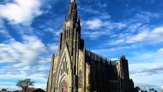 igreja-de-Pedra-em-Canela-ao-vivo-Igreja-Matriz-Nossa-Senhora-de-Lourdes